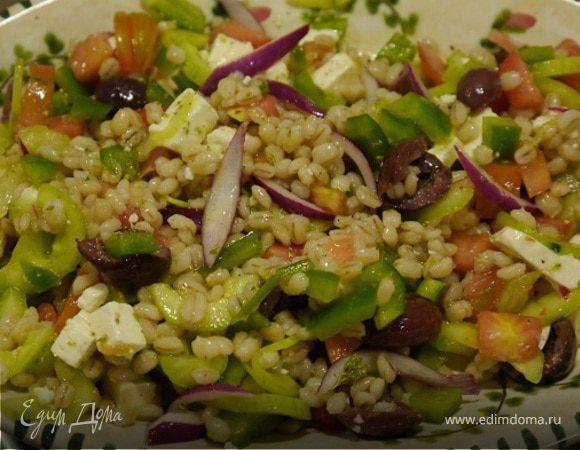Греческий салат с перловкой