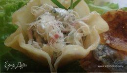 """Салат """"Весенний"""" в сырной корзинке"""