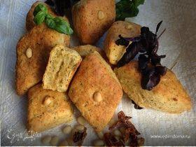 Печенье с кедровыми орешками, пармезаном и базиликом