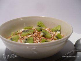 Полезный овсяный завтрак из мюсли с киви и корицей