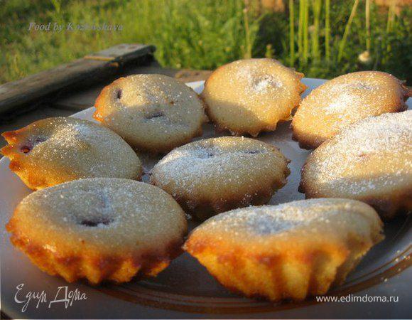 Летние кексы с вишней на сыворотке