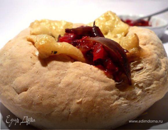 Камамбер в хлебной шубке с соусом из томатов