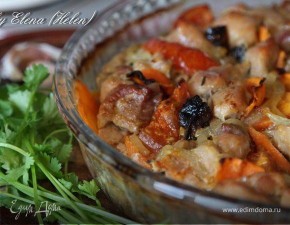Свинина, запеченная с овощами и черносливом