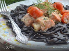 Черная паста со сливочной форелью