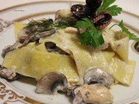 Лапша с морепродуктами и грибами
