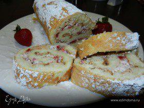 Рулет с клубникой и сливками (Cream-filled cake roll)