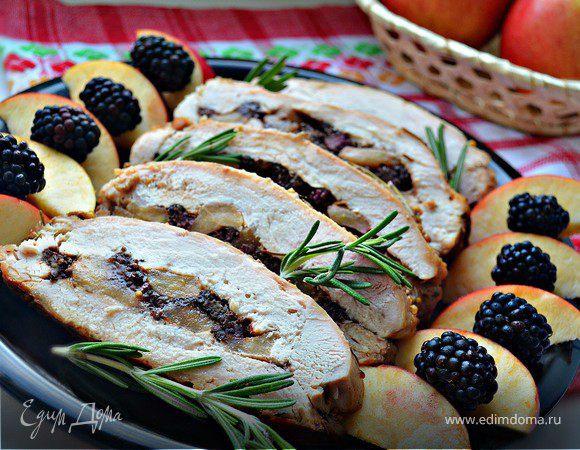 Филе индейки, фаршированное ежевикой и яблоками