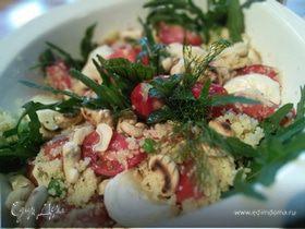 Салат с кус-кусом, помидорами и моцареллой