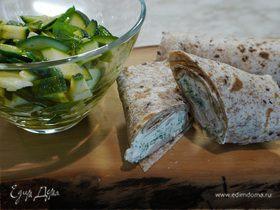 Тортильи с креветками и зеленым салатом