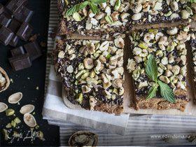 Пирог с шоколадом и орехами