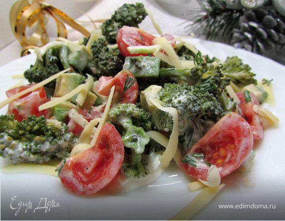 Салат из авокадо и брокколи
