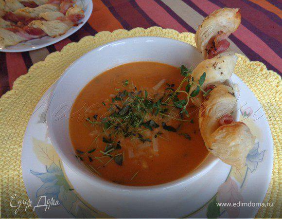 Тыквенно-томатный суп-пюре с беконовыми жгутиками