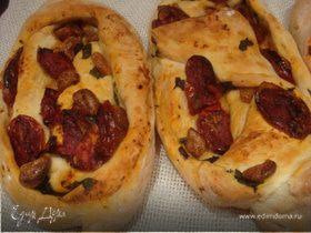 Хлеб с печеными помидорами и чесноком