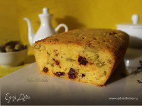 Кукурузный кекс с сыром, оливками и вялеными томатами