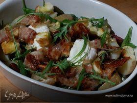 Салат с картофелем, беконом, фасолью и яйцами пашот