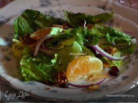 Праздничный салат с мандаринами и клюквой