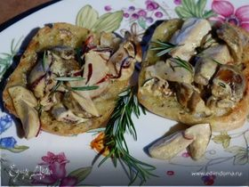 Брускетта с белыми грибами, чили и розмарином