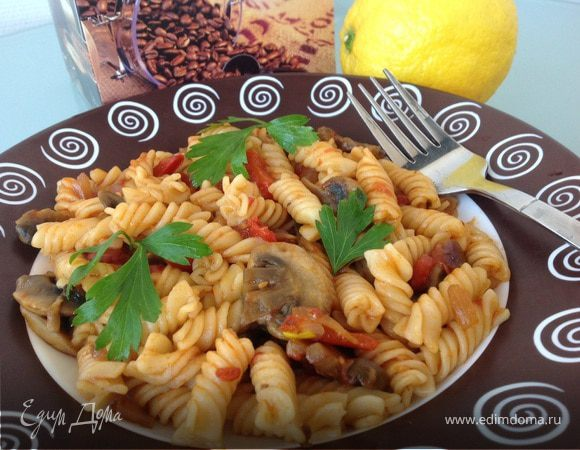 Паста в томатном соусе с грибами
