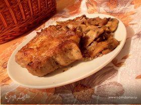 Свиная корейка на кости с грибами