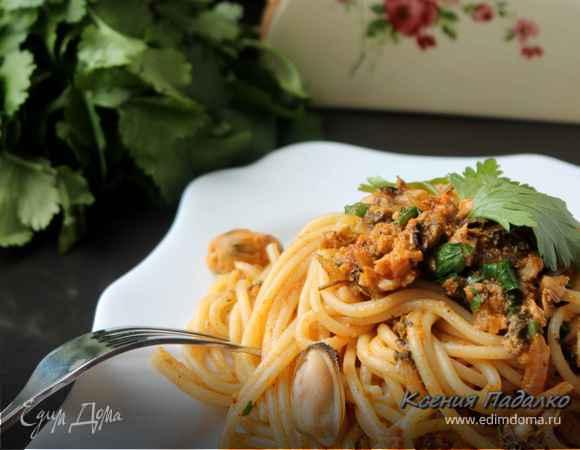 Спагетти с соусом из мидий