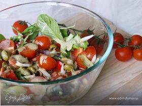 Салат с помидорами черри и пекинской капустой