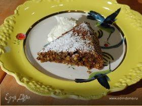 Фисташковый пирог со взбитыми сливками
