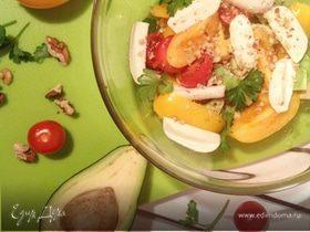Салат из томатов, авокадо с ореховой заправкой