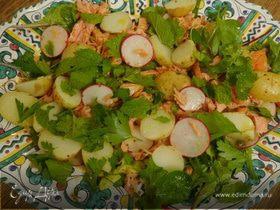 Салат с молодым картофелем, редисом и кижучем