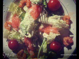 Цезарь с креветками и красной рыбой