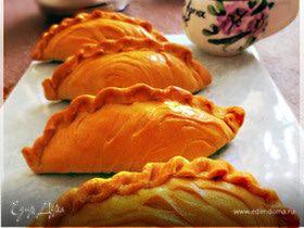 Пирожки из слоеного теста с творожной начинкой