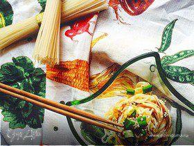 Стир-фрай с рисовой лапшой и капустой