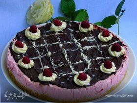 Малиновый чизкейк с двумя видами шоколада