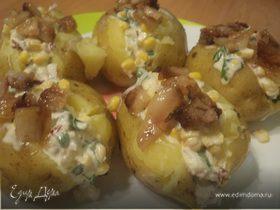 Молодой картофель, фаршированный беконом и кукурузой