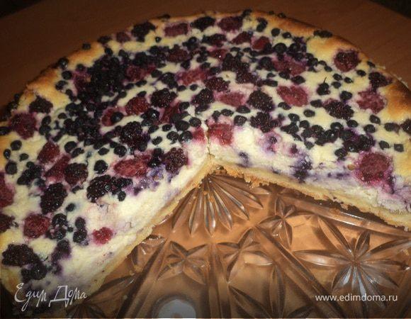 Пирог с творожно-ягодной начинкой
