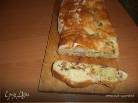 Пироги из дрожжевого теста с брокколи, сыром и колбасой