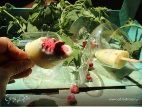 Молочное мороженое с малиновым конфи