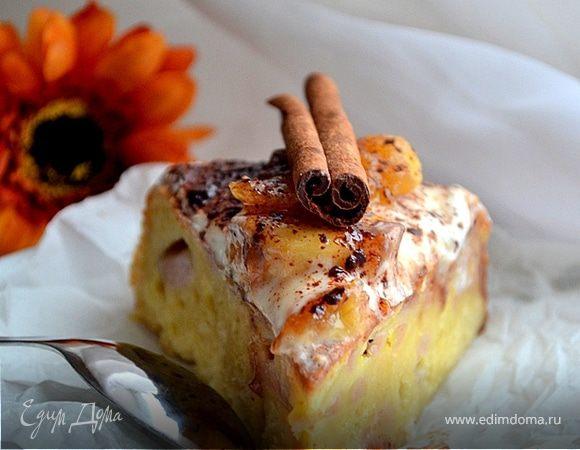Банановый торт с ромовой карамелью и кленовым кремом