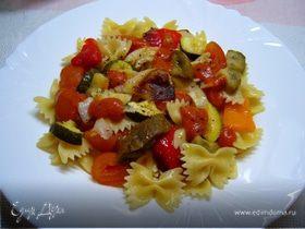 Теплый салат с фарфале и запеченными овощами