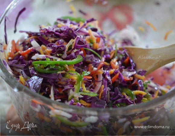 Салат с овощами и красной капустой