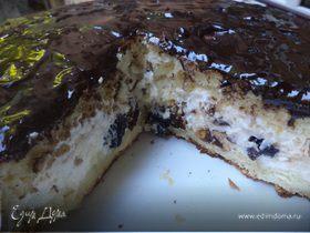 Бисквитный торт с творожно - сметанной начинкой и черносливом