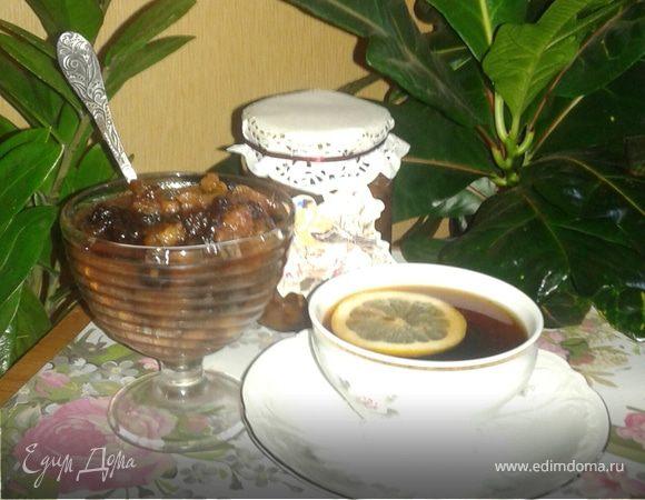 Грушевое варенье с грецкими орехами и черносливом