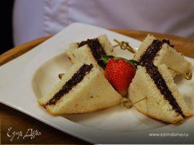 Сладкий бутерброд с ореховой пастой