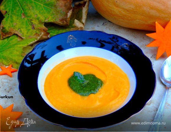 Крем-суп из тыквы с песто из шалфея