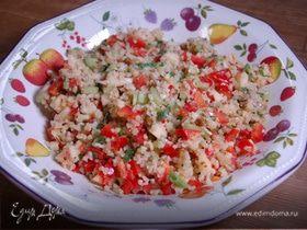 Салат из булгура с яблоком, сельдереем и красным перцем