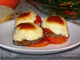 Котлеты, запеченные в помидорах, под соусом бешамель