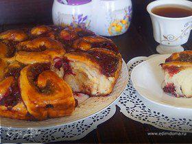 Пирог с вишней и шоколадным кремом под сахарным сиропом