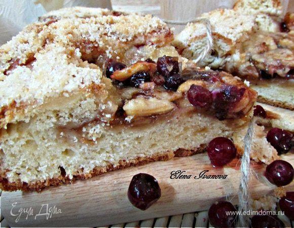 Сладкий пирог с яблоками и клюквой