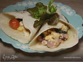 Буррито с индейкой, беконом и шпинатом