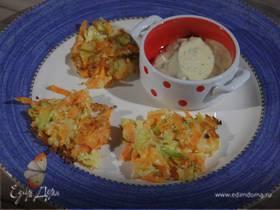 Капустные оладьи с морковью и луком-пореем