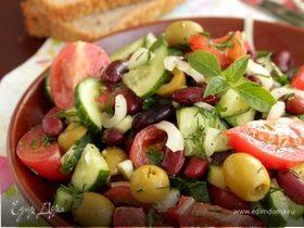 Иберийский салат из красной фасоли с оливками